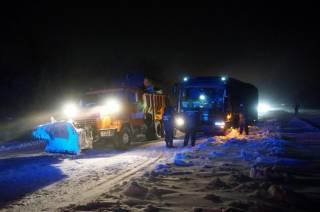 Из-за непогоды на дорогах Украины случился транспортный коллапс, а города погрузились во мрак