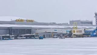 В украинских аэропортах массово переносят и отменяют авиарейсы