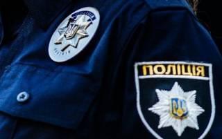 В Луцке полицейский, угрожая оружием, отобрал у подростков 500 гривен