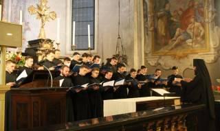 Хор Киевских духовных школ побывал в Европе: провели флешмоб в поддержку УПЦ и спели украинские колядки