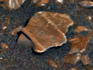 На Марсе разглядели обломки каких-то плиток и даже крыло самолета