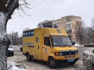 В Кривом Роге злоумышленник дерзко ограбил банк, тяжело ранив кассиршу