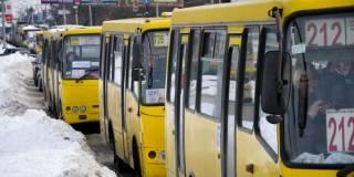 В Киеве водитель маршрутки оскорбил пенсионерку, заявив, что ее «даже катафалк бесплатно не повезет»