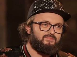 DziDzio показал на видео свое травмированное ухо
