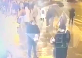 В Питере автомобиль влетел в толпу людей: появилось видео трагедии