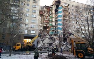 В России мощный взрыв в многоэтажном доме разрушил целый подъезд. Под завалами могут находиться около 70 человек