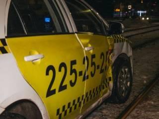 В Киеве пьяная таксистка устроила ДТП с «коллегой»