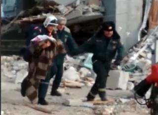 Новогоднее чудо в Магнитогорске: собаки помогли спасти из-под завалов младенца