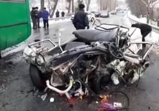 Под Киевом автобус столкнулся с легковушкой – есть жертвы