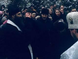 В Виннице православные верующие сорвали балаклавы с активистов «Правого сектора»
