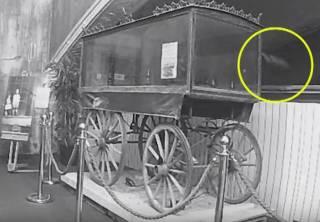 В одном из британских музеев сняли на видео призрака