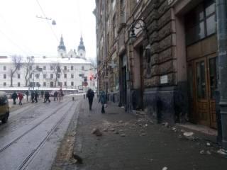 Во Львове на улице Русской обвалился фасад дома