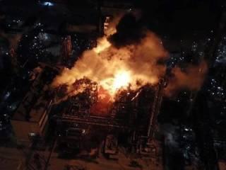 На заводе «Карпатнефтехим» полыхает пожар, который никто не тушит