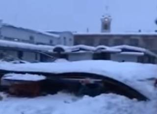 На Закарпатье из-за снега обвалилась крыша рынка