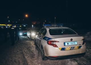 На окраине Киева возле паба до крови подрались две подвыпившие компании (18+)
