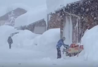 Европу заносит снегом – погибли уже десятки людей