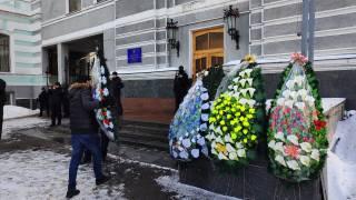 Под Минздравом похороны ОНМедУ: студенты-медики принесли венки под ведомство Супрун