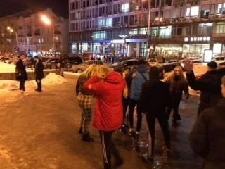 В Киеве вычислили малолеток, избивших мужчину возле ТРЦ «Гулливер» (18+)