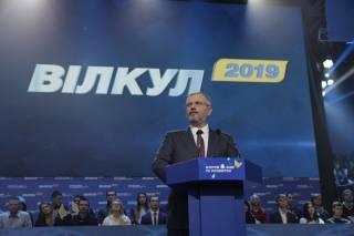 На масштабном форуме «За мир и развитие» оппозиционные силы официально выдвинули Александра Вилкула кандидатом в Президенты Украины