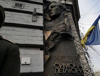 В Киеве открыли мемориальный барельеф Петлюре – «слетелось» немало чиновников