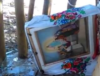 В Житомирской области вандалы разгромили часовню и надругались над иконами