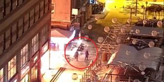 В Сети появилось видео, как неизвестные поджигают магазин в самом центре Днепра