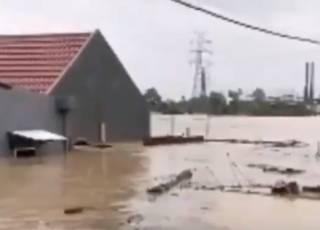Жертвами водной стихии в Индонезии стали десятки людей