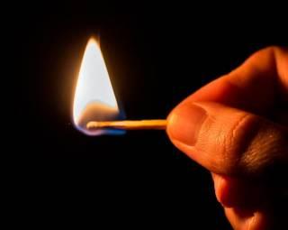 В Москве неизвестные подожгли подростка. Обгорело 98% тела