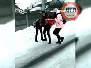 К делу об избиении школьницы под Киевом подключилась полиция. И уже приняла меры