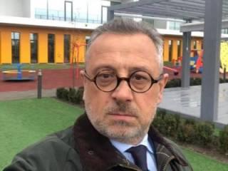 Под Киевом у народного депутата средь бела дня украли странный телефон