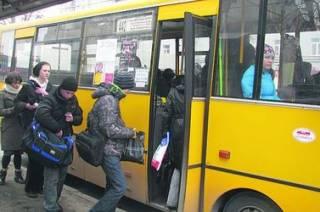 В Киеве из-за конфликта на дороге пострадали пассажиры маршрутки