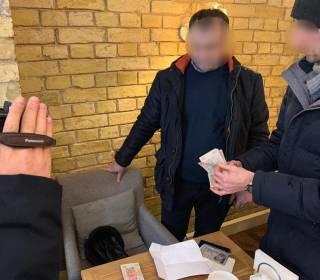 В столичном ресторане на крупной взятке задержан чиновник «Укрзализныци»