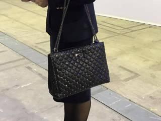 Жена Луценко пришла на форум самовыдвижения Порошенко с сумочкой за $3 тыс. В Сети пишут, что это подделка