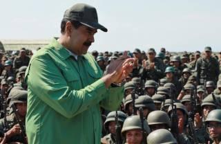 Мадуро заявил о готовности к переговорам с мятежниками и создает двухмиллионное ополчение