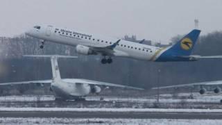 МАУ массово отменяет авиарейсы в Киев