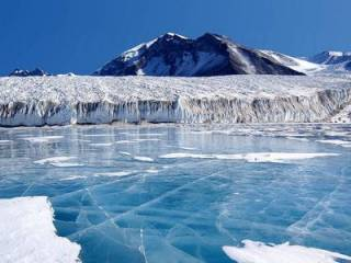 Ученые не на шутку испугались, обнаружив гигантскую ледяную пещеру в Антарктиде