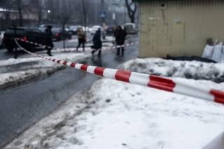 Возле метро в Киеве обнаружен изрезанный труп мужчины