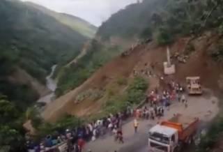 Оползни в Боливии похоронили десятки людей: появилось видео трагедии