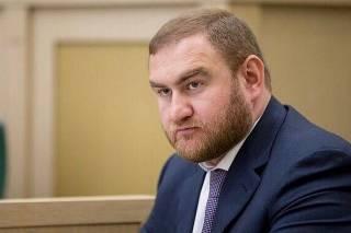 Российского сенатора и его отца подозревают в «кидалове» и убийстве украинского бизнесмена, – СМИ