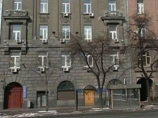 В Киеве из огнестрела обстреляли здание на Крещатике