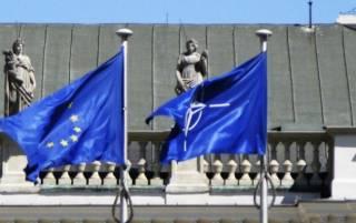 Отказ Украины от вступления в ЕС и НАТО отныне будет противоречить ее Конституции
