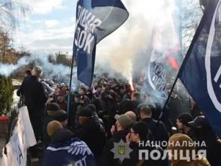 В Житомире толпа штурмовала здание обладминистрации