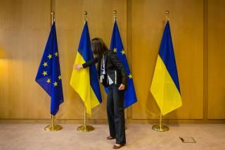 Пыль в глаза: почему курс на ЕС и НАТО не поможет Украине