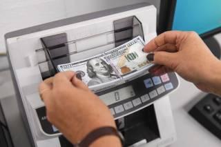 Валюта в ломбардах и на почте: неожиданные подробности нового закона