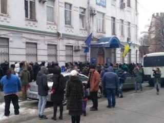 В Киеве вооруженная толпа штурмовала управление полиции
