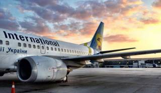 Рейс из Афин в Киев перенесли на сутки из-за сосуда с неизвестным веществом на борту