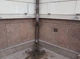 В Запорожье неизвестные обрисовали и подожгли храм УПЦ