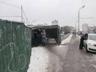 В Киеве на ступеньках путепровода погиб ветеран АТО