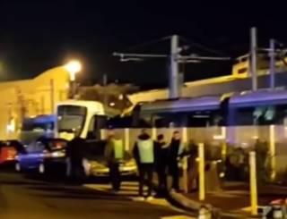 Под Парижем трамвай попал в ДТП – сообщается о многочисленных пострадавших