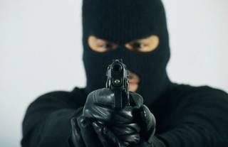 В Киеве вооруженные люди в масках ограбили бизнесмена на крупную сумму